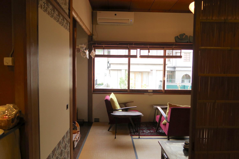 神戸の自家焙煎カフェ「すいらて」の二階椅子席の写真