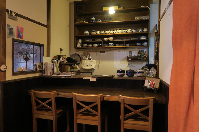 神戸の自家焙煎カフェ「すいらて」のカウンター席の写真