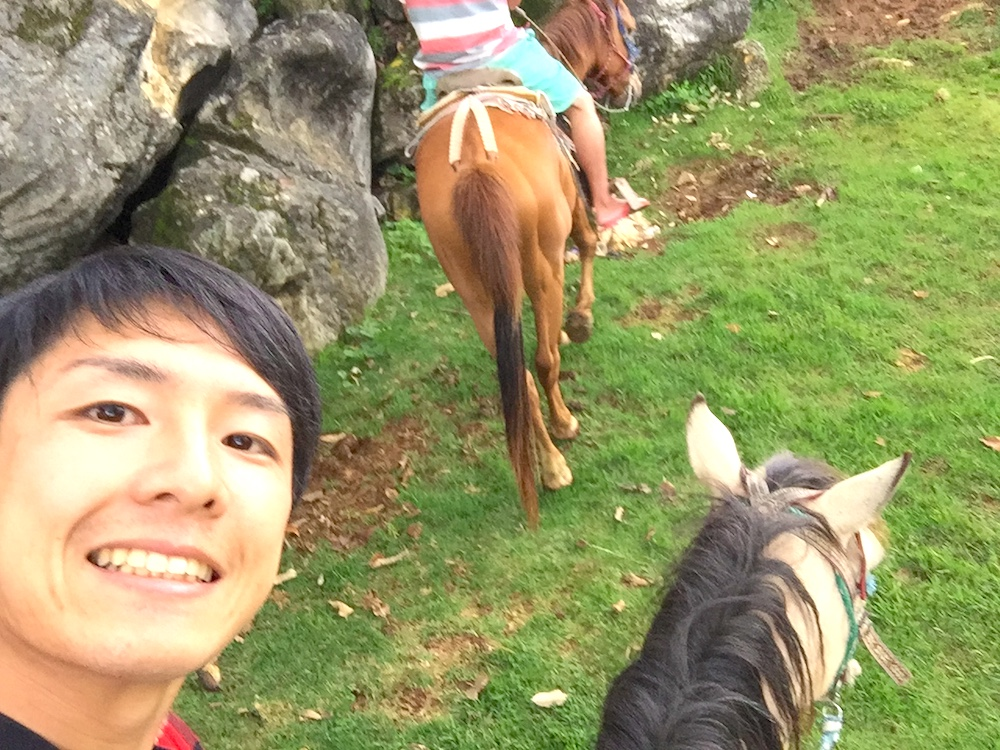サンクリストバル・チャムラ日帰り乗馬ツアー(乗馬中に自撮り)の写真