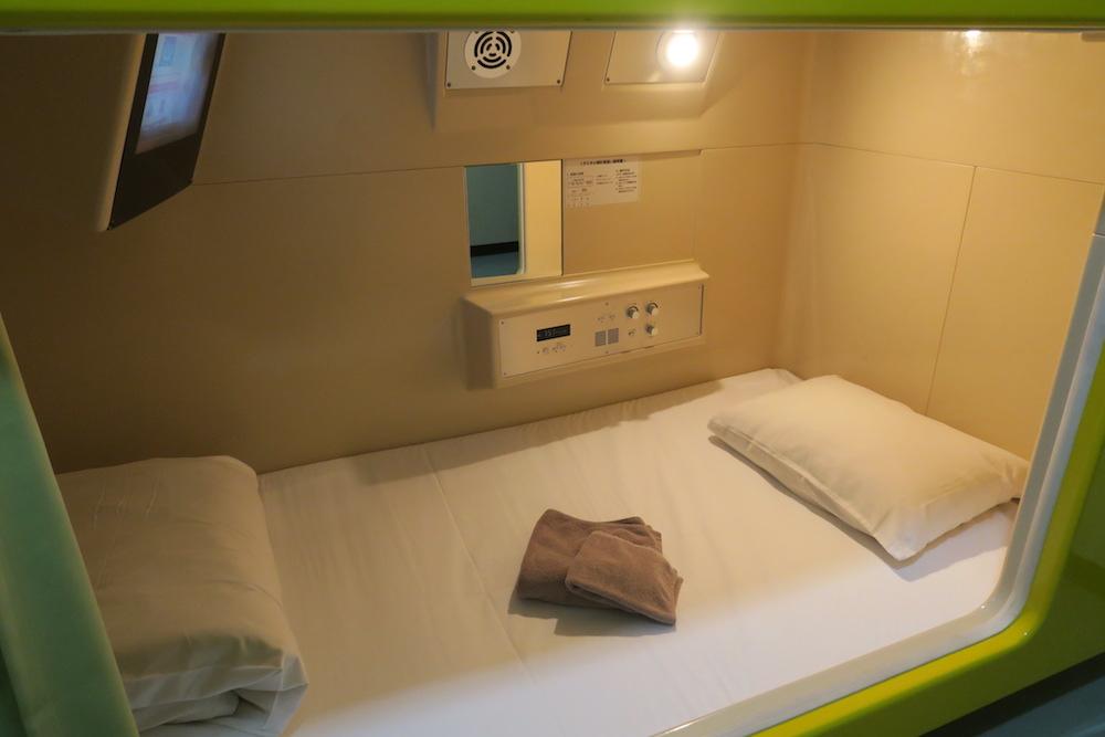 大阪西成区ホテル新今宮のベッド(カプセルホテル)の写真