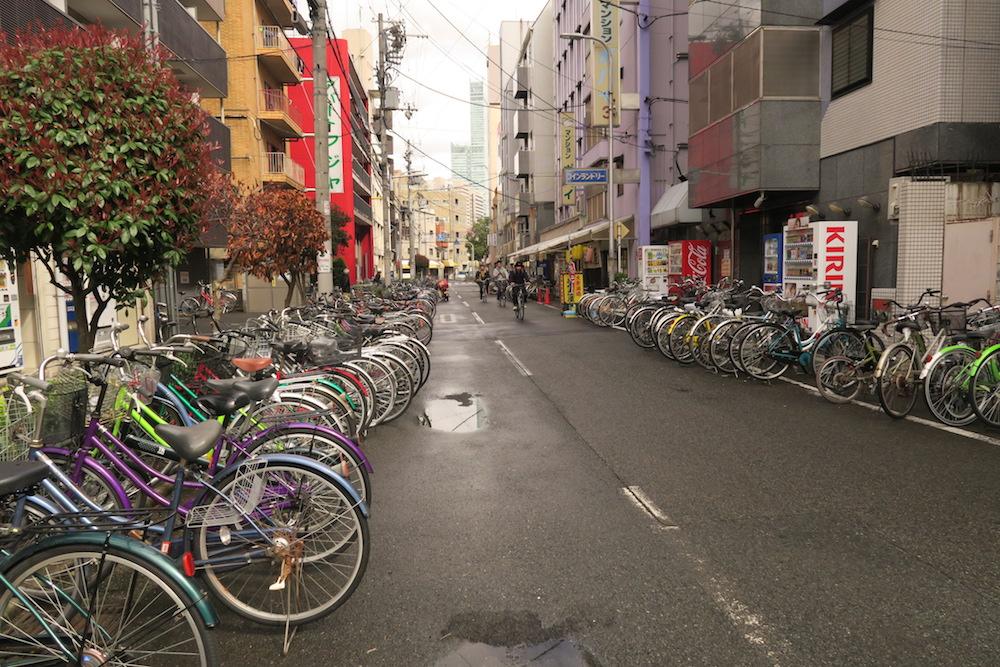 大阪西成区あいりん地区(自転車)の写真