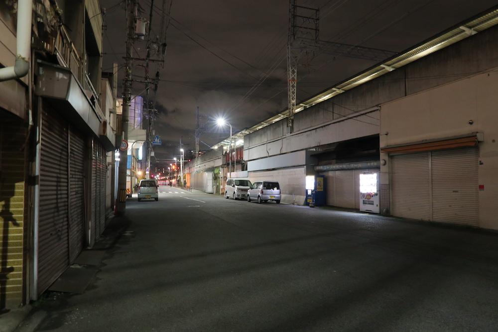 大阪西成区あいりん地区(夜)の写真