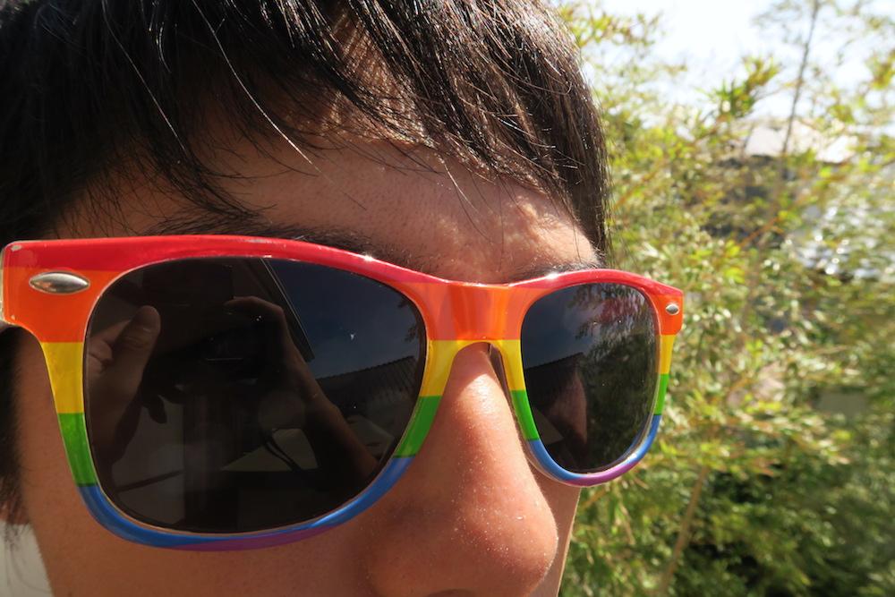 虹色サングラスの写真