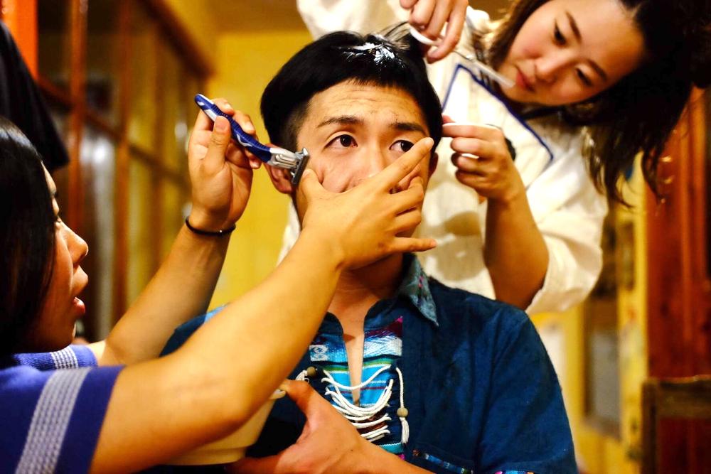 サンクリストバル日本人宿カサカサ(旅人なんちゃって美容師さんにカットしてもらった)の写真