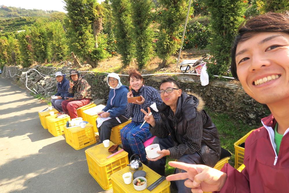 季節労働愛媛県でみかんアルバイト(お昼ごはん休憩)の写真