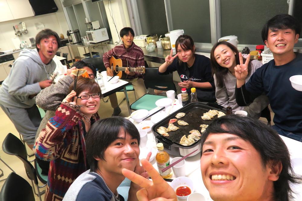 季節労働愛媛県でみかんアルバイト(マンダリン寮で餃子パーティ)の写真