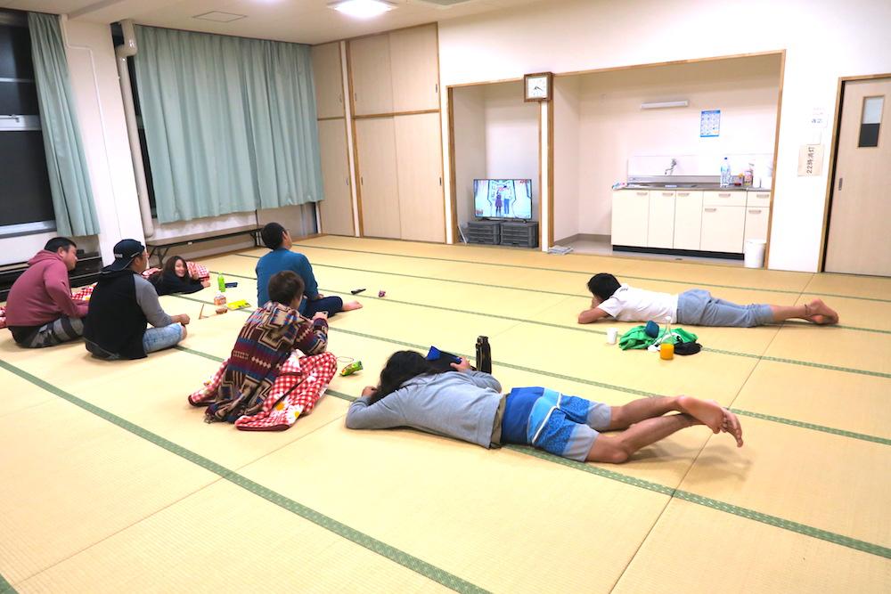 季節労働愛媛県でみかんアルバイト(マンダリン寮・談話室でテレビ鑑賞)の写真