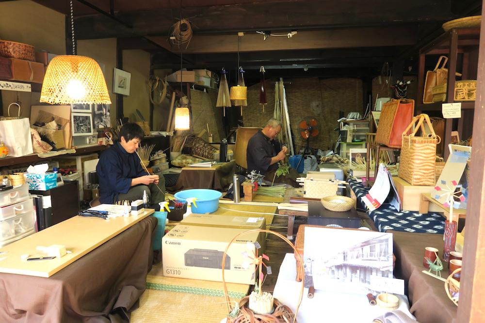 愛媛県南予内子町の竹編み雑貨屋の写真