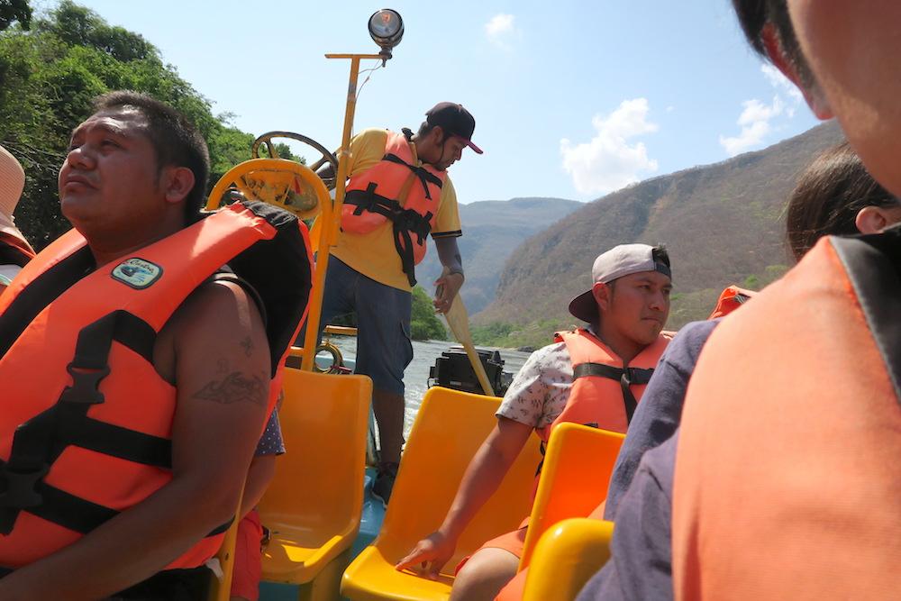 メキシコ・スミデロ渓谷ボートツアーエンジン故障(笑)の写真