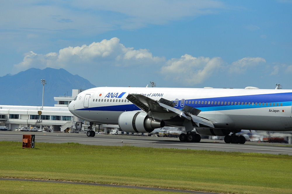 ANAの飛行機(空港)の写真