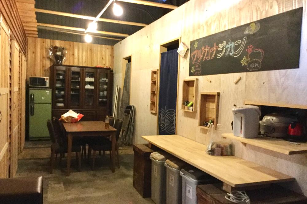 京都和束町・宇治茶収穫アルバイト(ツナギバシェアハウスの共有スペース)の写真