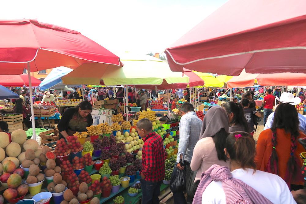 メキシコ|サンフアンチャムラのお祭り(広場の露店)の写真