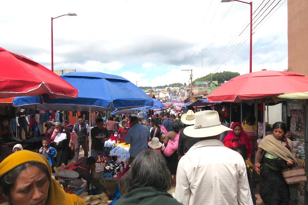 メキシコ|サンフアンチャムラのお祭り(道路の露店)の写真