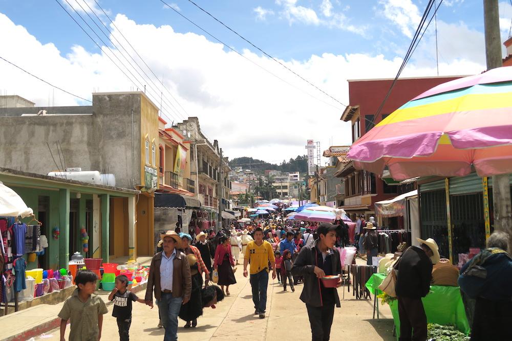 メキシコ|サンフアンチャムラのお祭り(道路の露店2)の写真