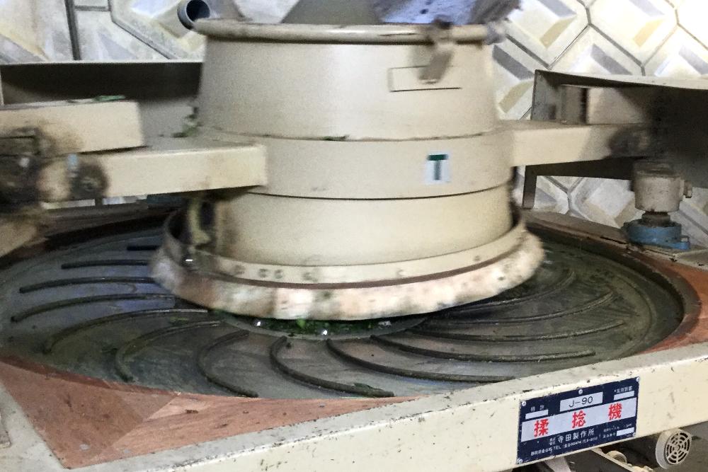 京都和束町(宇治)のお茶工場(揉捻機)の写真