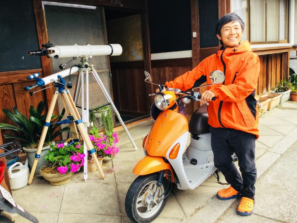 宇治・和束町でお茶の収穫中のトレードマークはオレンジの写真