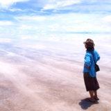 ボリビア・ウユニ塩湖で撮った写真(後ろ姿2)