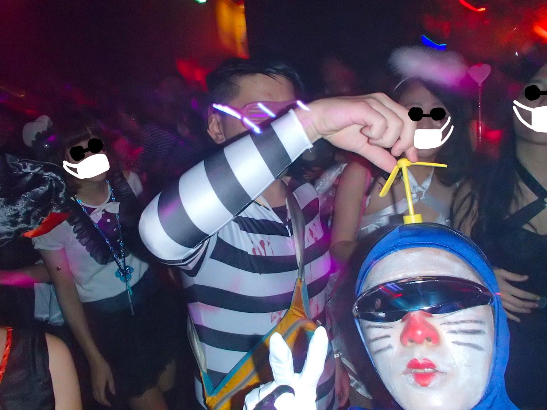 渋谷のクラブでハロウィンパーティ(ドラえもん仮装)の写真