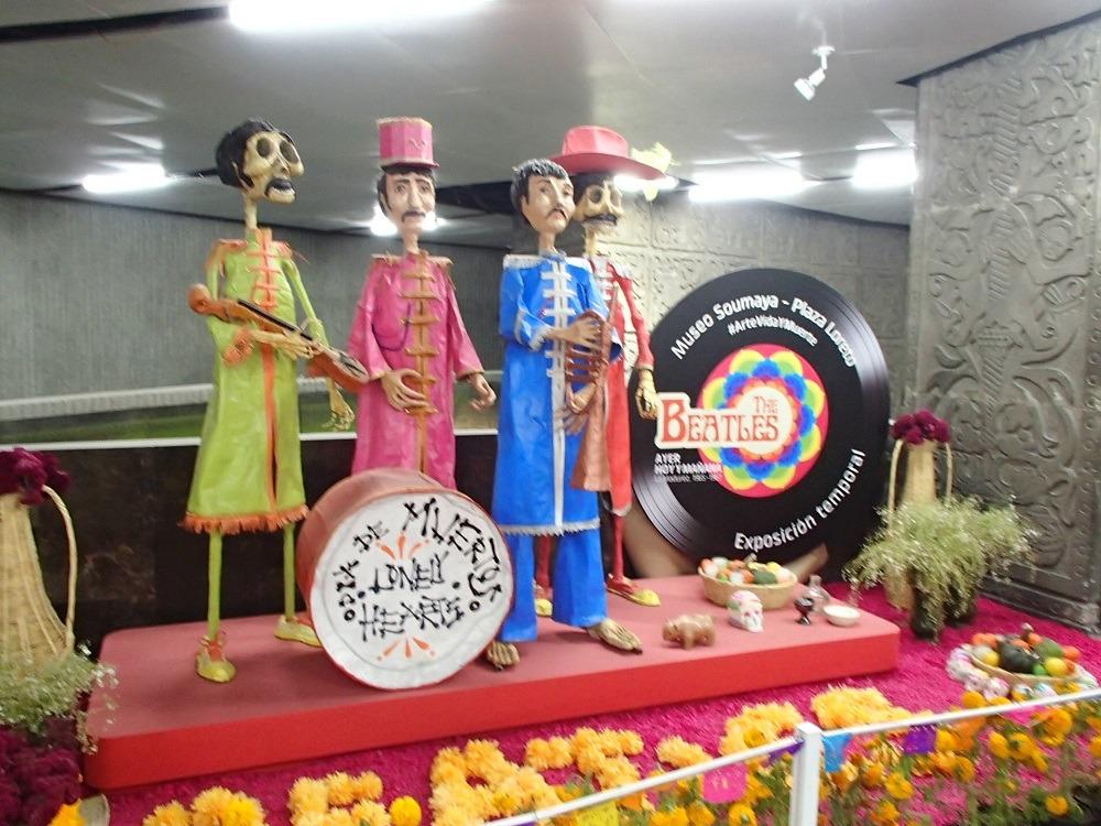 ビートルズのオフレンダ(祭壇)の写真