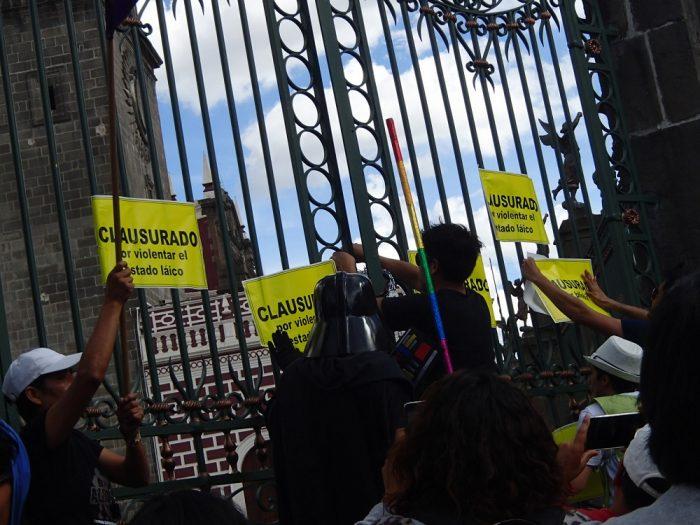 メキシコ・プエブラのデモ活動(カテドラル)の写真
