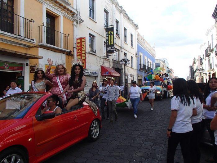 メキシコ・プエブラのデモ活動(ゲイの人達)2の写真