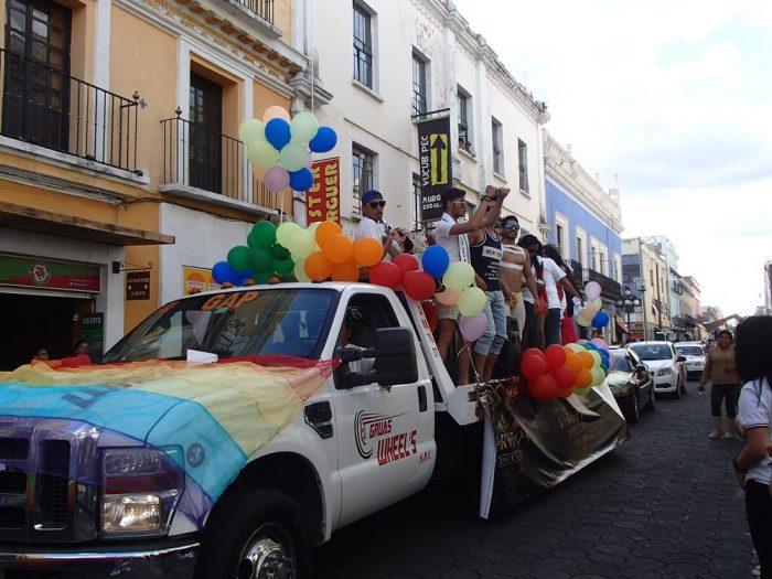 メキシコ・プエブラのデモ活動(ゲイの人達)の写真
