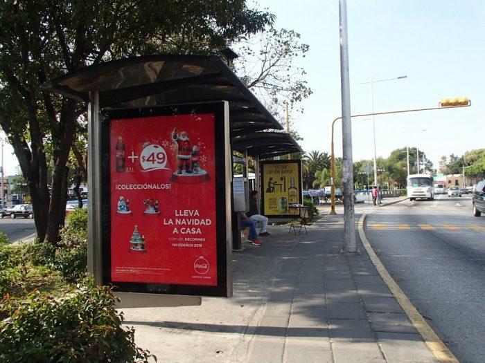 プエブラのローカルバス乗り場の写真