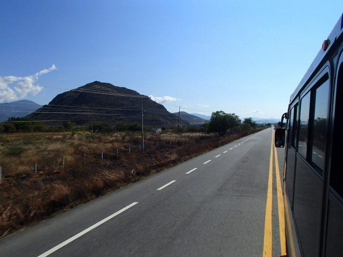 Hierve el Aguaまでのバスからの眺めの写真
