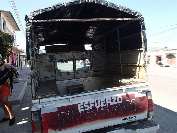 Hierve el Aguaまでの相乗りトラックの中の写真