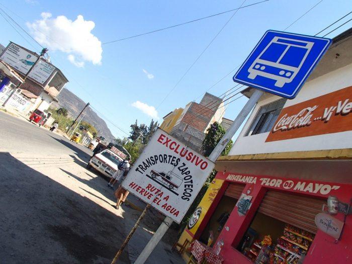 Hierve el Aguaまでの相乗りトラック乗り場の写真