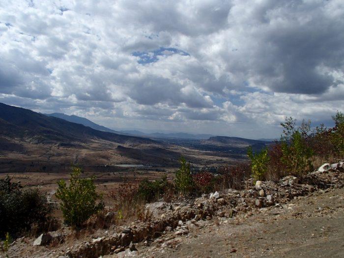 Hierve el Aguaまでの相乗りトラックからの眺め山並みの写真