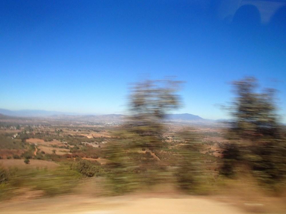 オアハカからポチュトラ行きバンからの景色の写真
