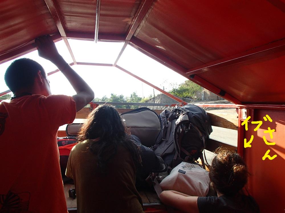 ポチュトラのシポリテ行きトラック車内の写真