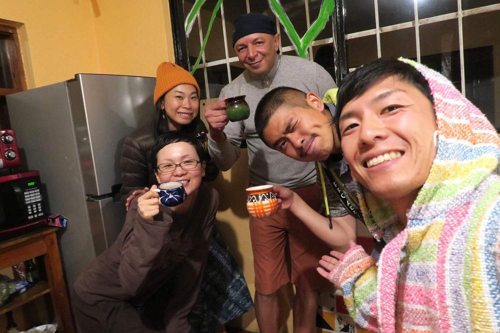 ゲストハウス経営・お客さんの誕生日会の写真